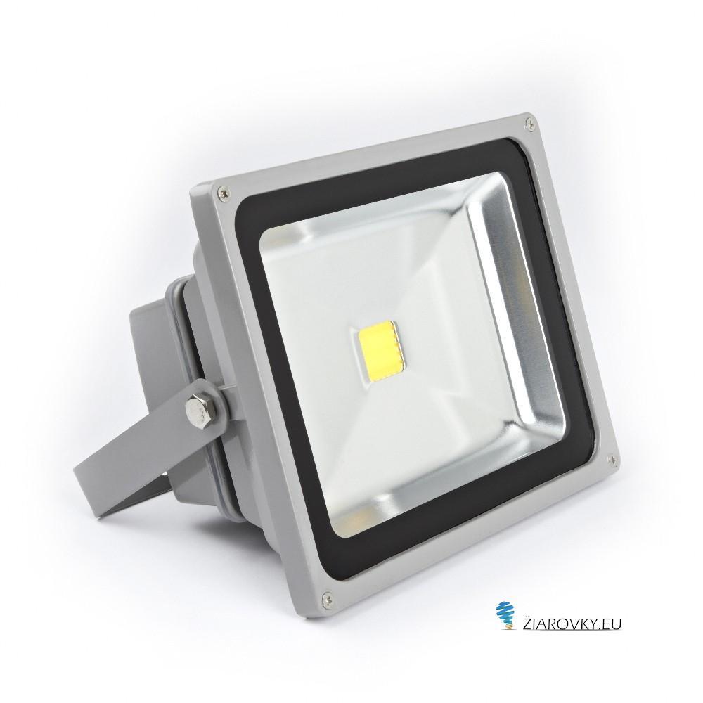 LED reflektory sú vhodné na osvetlenie otvorených priestorov