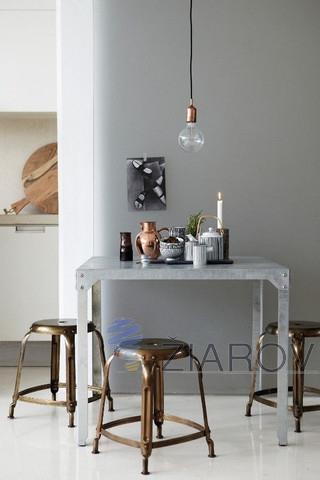 V dnešnej dobe dosiahlu prelomu v podobe elegantních lustrov svietidiel a iných svetelných doplnkov Bronz a meď