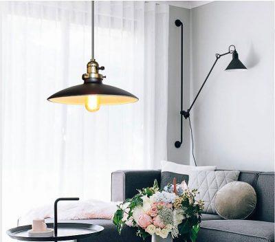 Historické klasické závesné svietidlo s lesklým tienidlom v čiernej farbe (1)