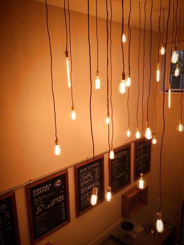 Okrem komerčného využitia mnohí naši priatelia začali používať dekoratívne Edison žiarovky v ich domácnostiach Trend dekoračných žiaroviek z kolekcie EDISON
