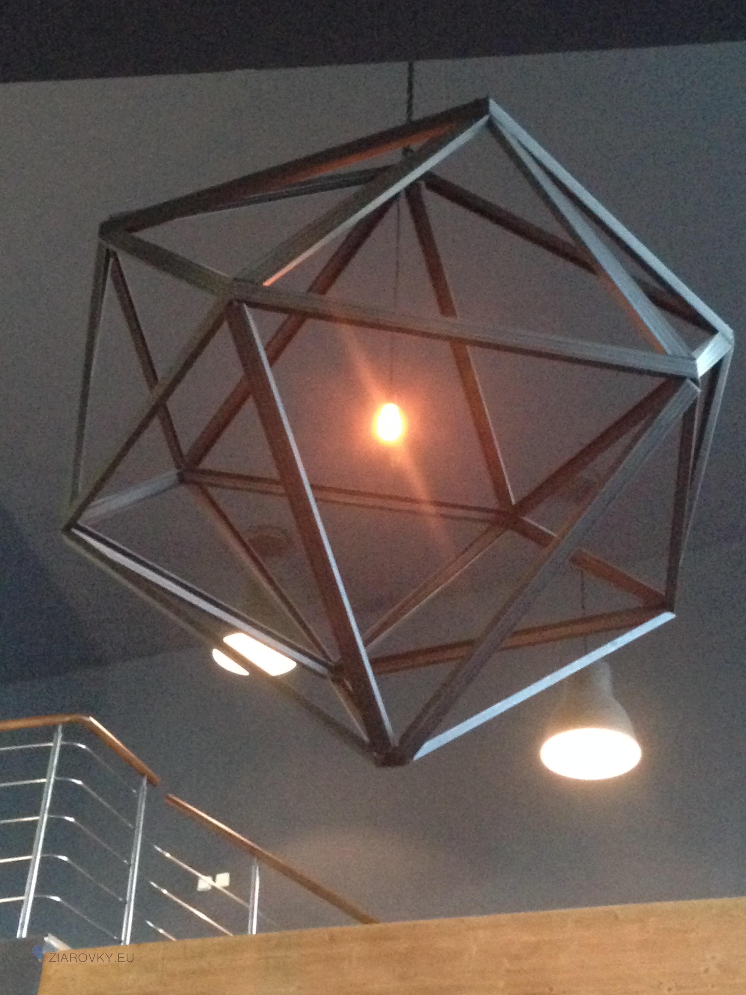 V našom online obchode v súčasnosti nájdete mnoho štýlov a modelov dekoračných žiaroviek Dekoračné žiarovky v kreatívnych svietidlách