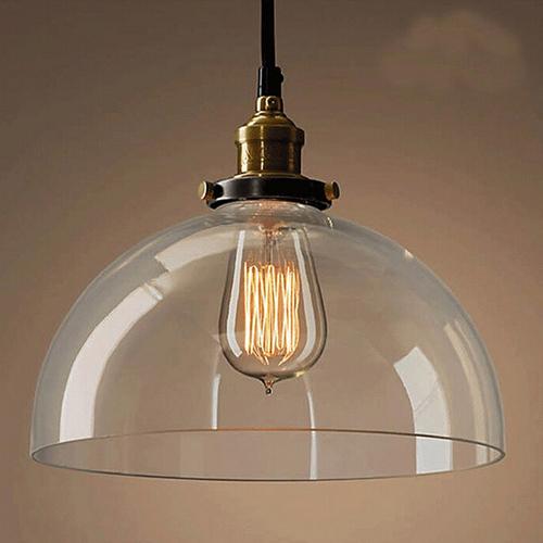 Svietidlo so skleneným tienidlom je v historickom dizajne a je vhodné ako dekorácia a diskrétne osvetlenie Nové závesné svietidlá v sortimente