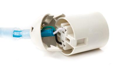 Plastová-základná-objímka-je-jednoduché-riešenie-pre-kreatívne-vyskladanie-svojho-svietidla-na-mieru4