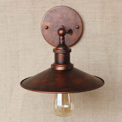 Historické nástenné svietidlo s tienidlom v medenej farbe2