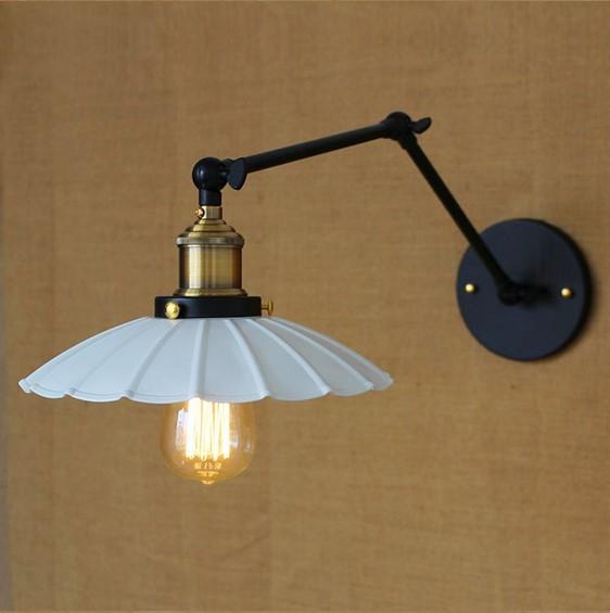 Starodávna nástenná lampa Chester s bielym tienidlom (3)