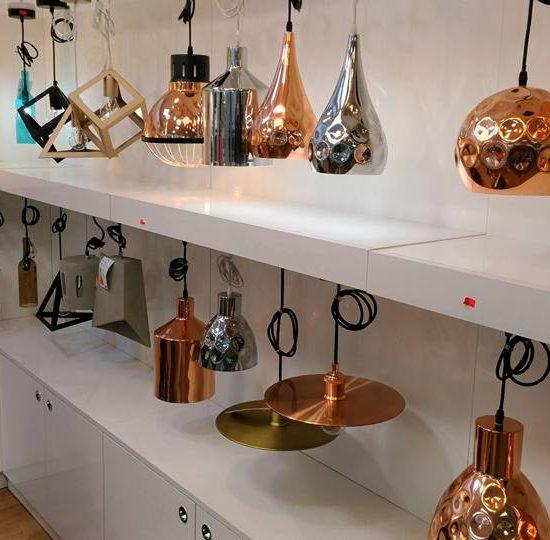 Kreatívne závesné svietidlá dodajú minimalistický nádych, ktorý vo vás vyvolá pocit kreativity a modernosti