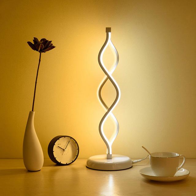 Moderná LED stolová lampa DNA v zlatej farbe