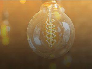 Starožitné osvetlenie naozaj nastavuje náladu. Máte horúci deň a urobili ste všetko pre to, aby ste sa pokúsili vytvoriť romantickú náladu