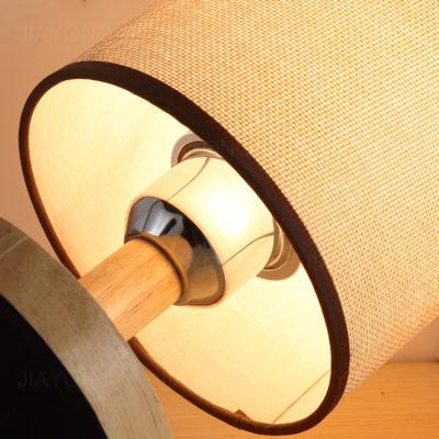 Stolová lampa s tienidlom vyrobená z dreva so stmievačom (1)