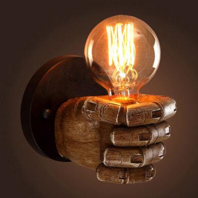 Historická nástenná lampa v tvare ruky (2)