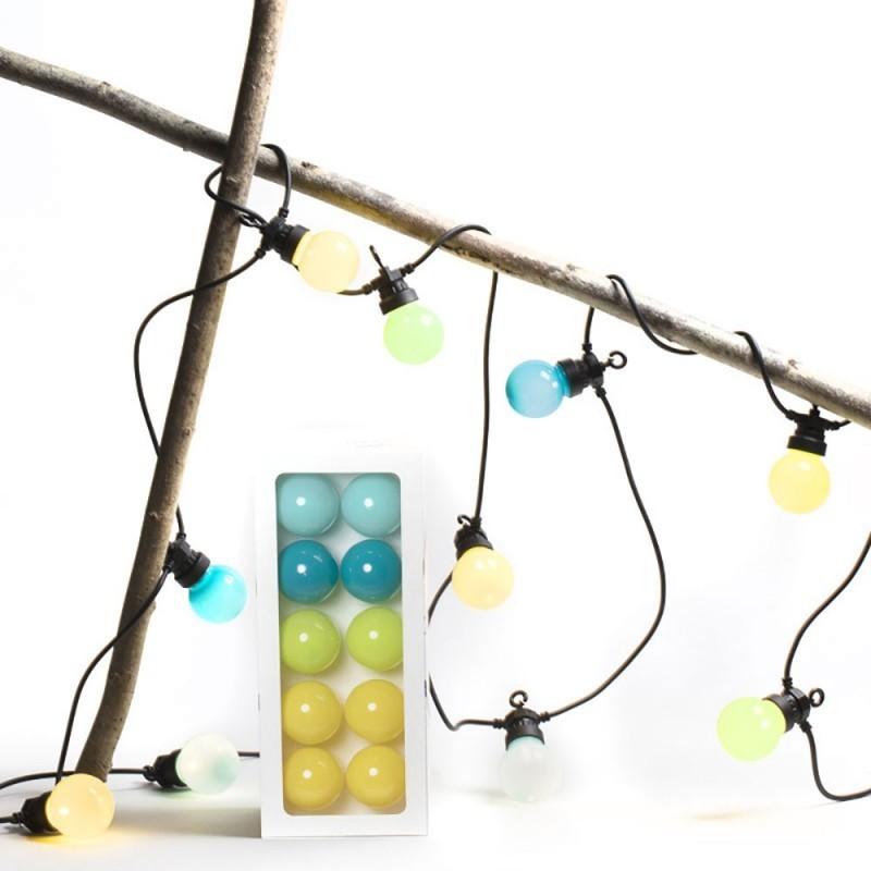 Svetelná reťaz do exteriéru. Svetelnéšnúry predstavujú riešenie špeciálne navrhnuté na osvetlenie záhrad, terás alebo altánkov!