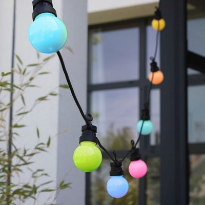 Svetelné šnúry predstavujú riešenie špeciálne navrhnuté na osvetlenie záhrad, terás alebo altánkov!