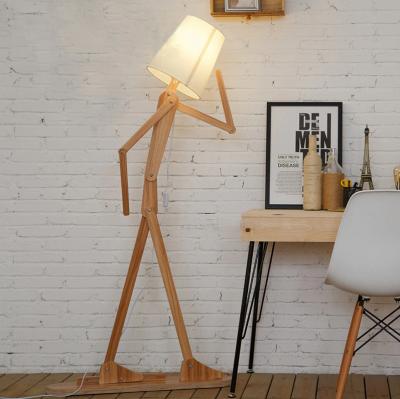 Kreatívne drevené stojacie svietidlo, polohovateľné, 160cm, prírodné drevo. Drevená dekoračná stojacia a podlahová lampa v tvare človeka.
