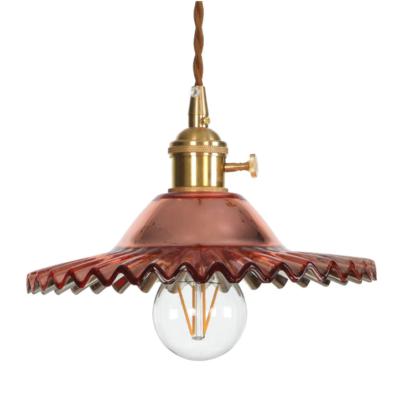 Svietidlo s nastaviteľnou výškou kábla a dekoračným skleneným tienidlom v bordovej farbe