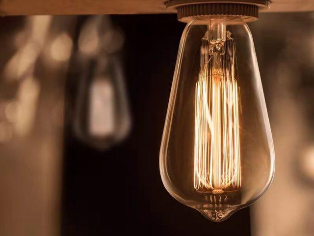Vznik EDISON žiaroviek - Edisonova žiarovka nie je jeho žiarovka?