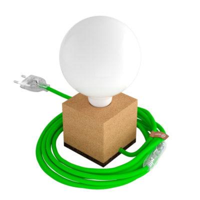 Stolová drevená lampa MoCo z prírodného korku s textilným káblom v krikľavej zelenej farbe